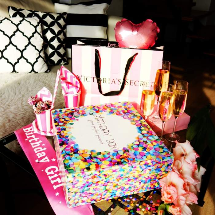 KISS ME - case by Birthday Box