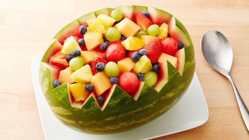 sałatka owocowa w arbuzie - menu urodzinowe